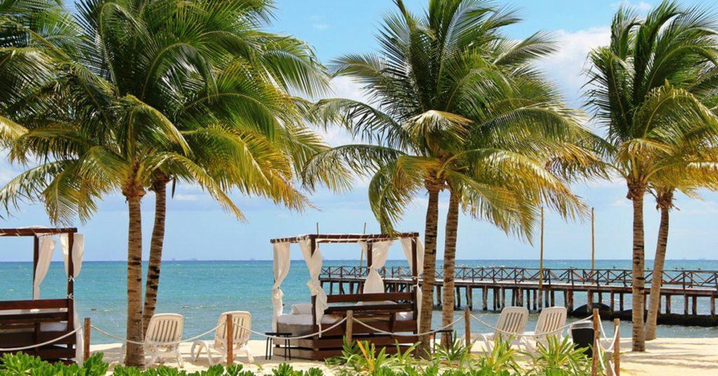 Hotel con vista al mar